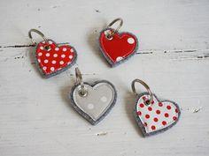 Schlüsselanhänger - Schlüsselanhänger ♥ HERZCHEN ♥ Filz - Wachstuch - ein Designerstück von Fuenfundsiebzig bei DaWanda