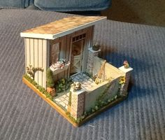 Quarter scale potting shed.  This was a Braxton Payne kit, one of the Gulf South Show minis made by Betty Turmon.