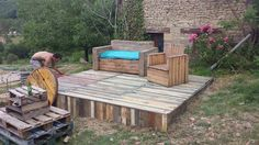 Cute Palettes Du Coeur  #kitchen #palletbar #palletfurniture #palletterrace #recyclingwoodpallets All made by Palettes du coeur, a moving association from southwest of France.      ...