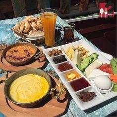 Kahvaltı Tabağı, Muhlama, Menemen - Cafe D Sanat / İstanbul ( Kadıköy )