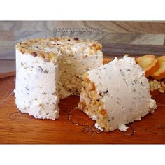 Que tal um vinho com um queijo cremoso artesanal temperado com orégano e um toque delicado de castanha triturado para saborear com os amigos!! #gastronomia#doce#queijo#parissier Encomendas pelo whatsapp 9 9916-5212 ou inbox .