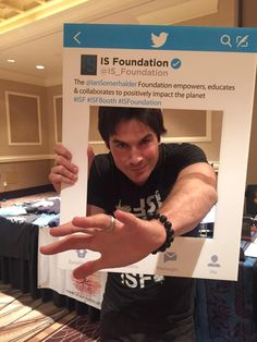 Ian Somerhalder ‏@iansomerhalder  Vegas!!!I'm coming to @CreationEnt #TVD Con & I'm bringing some #ISF family members with me.Come;)