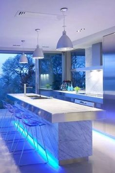 Modern kitchen lighting fixtures and over island ideas will add style to any home. for low ceiling diy home light decor Modern Kitchen Lighting, Kitchen Island Lighting, Home Lighting, Kitchen Lighting Fixtures, Lighting Design Interior, Stylish Kitchen, Best Kitchen Lighting, Kitchen Interior, Luxury Kitchen Design