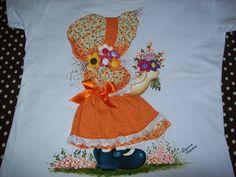 Blusa em malha, estilo baby look, com apliquê, pintura e fuxicos. Tecidos 100% algodão R$ 65,00
