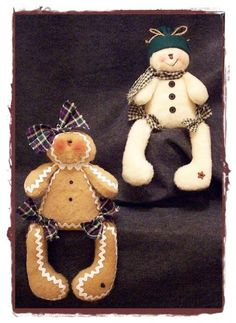 Galleta de jengibre y muñeco de nieve en fieltro.