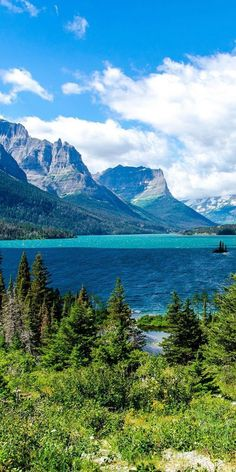 St. Mary Lake, Glacier National Park, Montana #TravelDestinationsUsaMontana