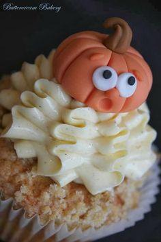 Buttercream Bakery Cute Autumnal Apple Crumble Cupcakes
