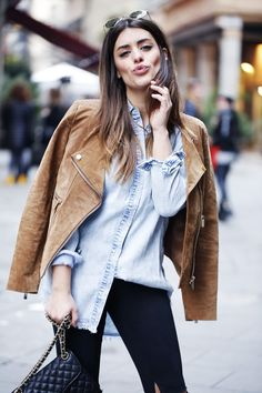 Aida Domenech is wearing a suede camel jacket from Mango