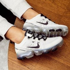 Women shoes Vintage Fashion - Women shoes And Boots Nike Free - - Women shoes Slip On Sneakers Adidas Shoes Women, Nike Tennis Shoes, Sneakers Fashion, Shoes Sneakers, Yeezy Sneakers, Shoes Jordans, Ootd Fashion, Women's Shoes, Fashion Shoes