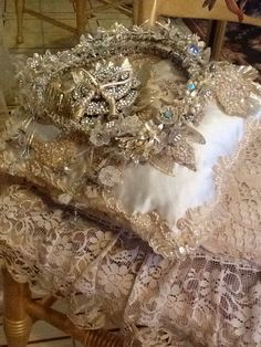 Romantic Shabby Chic, Shabby Chic Homes, Romantic Dance, Ring Pillow Wedding, Pearl And Lace, Linens And Lace, Wedding Gowns, Wedding Rings, Queen Bees
