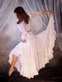 Boho lace skirt Dance Outfits, Dance Dresses, Skirt Outfits, Chic Outfits, Gypsy Style, Boho Gypsy, Bohemian Style, Boho Chic, Moda Indiana