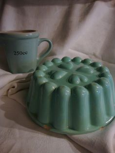 Vintage Jello or cake mold....