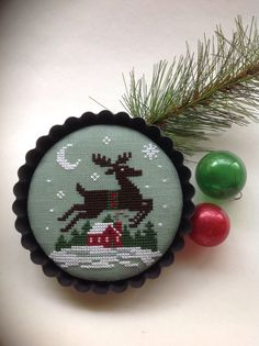 This is a favorite Prairie Schooler design mounted in a tart pan. This piece is stitched on a lovely sea foam green linen with cotton threads. This piece has been mounted in a 4 x 1/2 tart pan. This piece would make a nice addition to your holiday decor or a great last minute gift! Thank you for looking! Please feel free to message me with any questions.
