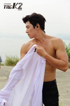 Damn so hot ji chang wook 😘😘😘 What the hell ! Damn so hot, ji chang wook 😘😘😘 Ji Chang Wook Abs, Ji Chang Wook Healer, Ji Chan Wook, Hot Korean Guys, Hot Asian Men, Korean Men, Asian Guys, Song Hye Kyo, Asian Actors