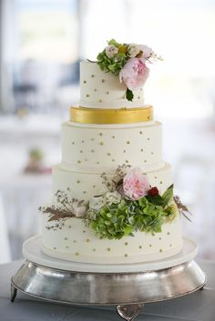 Gold-Accented Wedding Cake