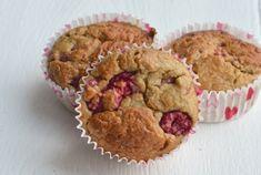 Met dit recept maak je het perfecte tussendoortje. Heerlijke gezonde muffins met kokos en framboosjes. Lekker voor de kids, maar ook volwassenen zullen er van smullen. De basis van de muffins is havermout, dus ze kunnen ook prima als ontbijt. En houd je niet zo van frambozen en kokos? Dan kun je dit makkelijk vervangen door appel en peer of banaan met rozijntjes. Geniet ervan!