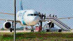 Aterriza en Chipre avión de Egyptair secuestrado entre Alejandría y El Cairo. Los pasajeros bajan sin dificultad