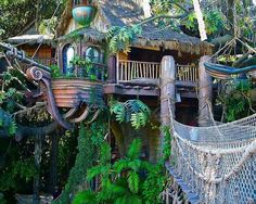 Awesome Treehouse Masters Design Ideas that will Make You Dream to Have It - DecOMG Treehouse Masters, Treehouse Living, Backyard Treehouse, Treehouse Cabins, Treehouse Ideas, Beautiful Homes, Beautiful Places, Cool Tree Houses, Beautiful Tree Houses