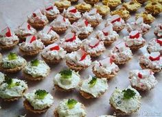 Babeczki imprezowe na 3 sposoby. Pi A, Mini Cupcakes, Finger Foods, Sweet Recipes, Holiday Recipes, Tapas, Catering, Sushi, Grilling