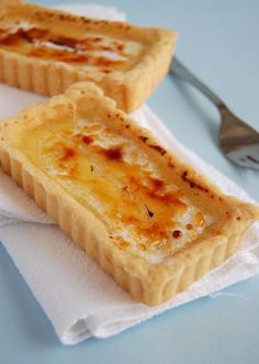 Tangy lemon tartlets with a burnt sugar crust /  Patricia Scarpin, via Flickr