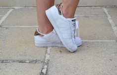 Adidas Superstars snake http://zosiarome.blogspot.be/2015/08/white-grey.html
