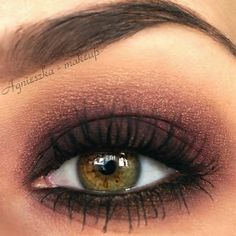 A perfect bronzed smokey eye look to compliment hazel eyes. Add lashings of mascara to create that perfect evening look.