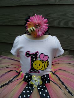 How cute is the bumble bee on the flower bow!