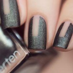 Haciendo uso del efecto de invisibilidad. | 32 Ideas de nail art para las fans de lo minimalista