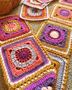 I'm really loving the effect of the flat braid join. Gold is defiantly my favourite @stylecraftyarns colour  . . . #crochetgirlgang #crochetlove #crochetaddict #crochetblanket  #crochetersofinstagram #crochetgeek #crochetporn #crochet #crochetlover #stylecraftspecialdk #stylecraft  #sfmgsswoon #lisasattik #mycrushonblankies #grannysquaresrock #grannysquares #grannysquaretherapy #grannysquareblanket