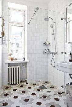 Scandinavian bathroom design with hexagonal floor tiles - Best Home Decorating Ideas - Easy Interior Design and Decor Tips Scandinavian Apartment, Scandinavian Bathroom, Scandinavian Interior Design, Scandinavian Style, Bad Inspiration, Bathroom Inspiration, Bathroom Ideas, Bathroom Table, Bathroom Designs