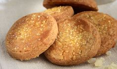 Mastic flavored cookies are unique. They have a wonderful taste and flavor. Eat them with a nice cup of tea instead of coffee. For about 50 pieces you will need 5 cups flour cup sugar 2 teasp… Cookie Recipes, Dessert Recipes, Desserts, Greek Cookies, Greek Sweets, Fun Cup, Tasty Bites, Greek Recipes, Healthy Baking