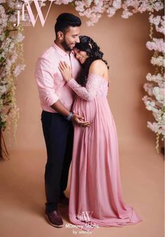A Beautiful Floral Maternity Shoot For The Ever-Graceful Actress Suja Varunee! Couple Maternity Poses, Maternity Shoot Dresses, Couple Pregnancy Photoshoot, Outdoor Maternity Photos, Cute Maternity Outfits, Maternity Pictures, Shower Pics, Baby Shower Pictures, Maternity Photography Outdoors