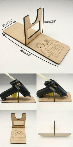 Annielov Glue Gun Halter Farbe: braun Größe: 8,8 * 2,2 * 2,8 Materialien: Holz Menge: 1 Stück Herkunft: Made in Korea --------------------------------------------------------------------------------------------- koreanischer Handarbeit Haar Zubehör Großhandel Hersteller Stirnband schöne Annielov Stirnband Haarband Haar clips Spangen Kopfstück Headwrap elastische Stretch Braut Hochzeit Applique einzigartiges Design hochwertige