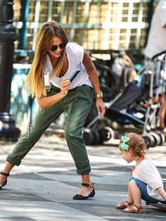 Jessica Alba nails the chic mom uniform. (Rolled relaxed cargoes, burn-out tee, leopard flats, chunky watch.)