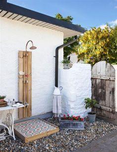 Lanalou Style | Inspiring outdoor showers | http://lanaloustyle.com