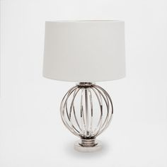 Billede af produktet: Lampe med jernkugle som fod