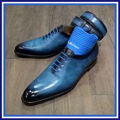 Patine bleu lagon pour ce one cut Finsbury...comme un parfum de tropiques ! #patine#leClub#Finsbury#Paris#shoeshine#shoesaddict#menstyle#fashion#elegant#frenchtouch Hot Shoes, Blue Shoes, Formal Shoes, Casual Shoes, Gents Shoes, Estilo Cool, Gentleman Shoes, Tenis Casual, Gq Style