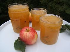 Confiture de pommes au romarin et miel Recette pour 1 kg de confiture  Préparation :  15 mn Cuisson :  25 mn Il faut : 1,2 kg de pommes ac... Bon Appetit, Preserves, Barbecue, Cantaloupe, Good Food, Strawberry, Food And Drink, Gluten, Apple