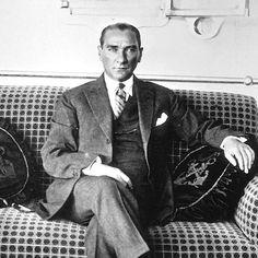 Saygı ve özlemle anıyoruz. 19 Mayıs Atatürk'ü Anma Gençlik ve Spor Bayramı kutlu olsun. #19mayıs #gençlikvesporbayramı