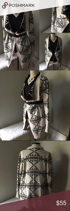 UO Aztec White/Black Long Sleeve Open Cardigan Top A perfect Fall must have. Will keep you warm for sure. I love cardigans with a belt. Looks nice either way. Marked small but easily would fit med-large. Mannequin is 5'2 like me! Urban Outfitters Sweaters Cardigans