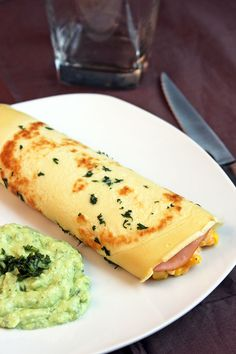 Mi Diario de Cocina | Panqueques con jamón de pavo, maíz y salsa de aguacate | http://www.midiariodecocina.com/
