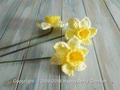 We thought we bring you a bit of spring happiness with some crochet spring daffodils. Learn how to make these gorgeous daffodils and get the FREE pattern . Easter Crochet Patterns, Crochet Crafts, Crochet Projects, Crochet Puff Flower, Knitted Flowers, Unique Crochet, Love Crochet, Confection Au Crochet, Crochet Embellishments