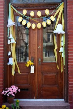 """Newlywed's front door surprise DIY at Oh Happy Day. Great party decoration idea to let them know """"the Party's HERE! Diy Wedding, Dream Wedding, Wedding Ideas, Wedding Doors, Post Wedding, Wedding Night, Wedding Themes, Wedding Bells, Summer Wedding"""