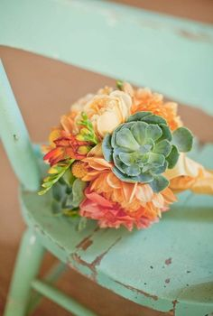 Mint green and peach bouquet. Add a little dose of fresh succulents and you have a funky and fabulous bouquet! Deco Floral, Arte Floral, Peach Mint Wedding, Gold Wedding, Orange Wedding, Trendy Wedding, Rustic Wedding, Wedding Blog, Dream Wedding