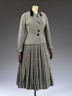 1947-1948, England - Dress by Digby Morton - Wool, lined with silk, velvet, leather, grosgrain