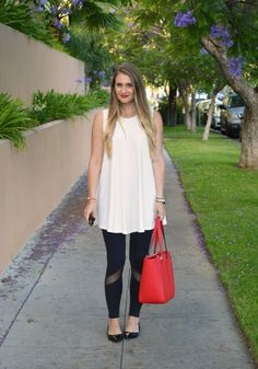 Visions of Vogue | Leggings and a Flowy Top | http://www.visionsofvogue.com