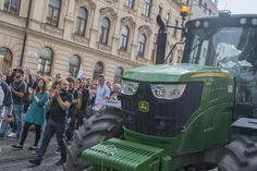 Generálny prokurátor Jaromír Čižnár otvoril stopnuté prípady poľnohospodára z Michaloviec, ktorého na poli brutálne zbili teleskopickým obuškom. Monster Trucks, Vehicles, Car, Vehicle, Tools