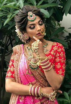 Bridal Hairstyle Indian Wedding, Indian Bridal Photos, Indian Wedding Makeup, Bridal Hair Buns, Bridal Hairdo, Indian Bridal Hairstyles, Indian Bridal Outfits, Indian Bridal Wear, Bride Hairstyles