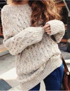 Бежевый вязаный осенний свитер