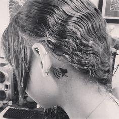 Sourde de l'oreille gauche, elle décide de se faire ce tatouage